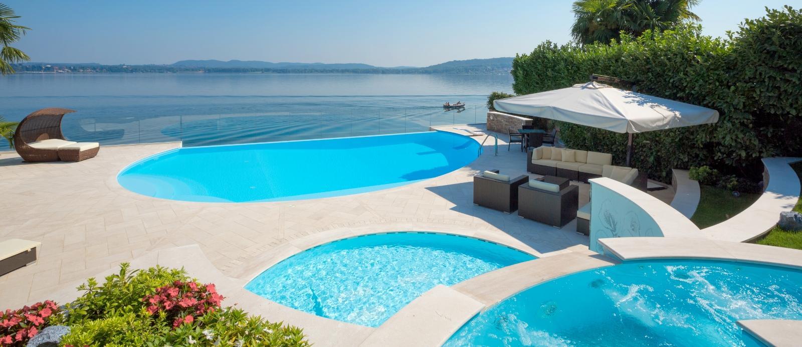 Casa moderna roma italy offerta piscine interrate for Busatta piscine prezzi